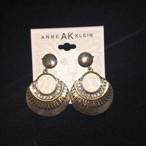 Anne Klein dressy earrings, a royal Egyptian vibe.